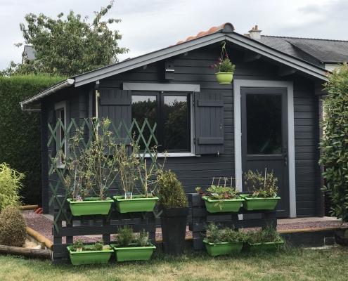 Abri-de-jardin-terrasse-jardinière-toit-bois vernit-maisonelle